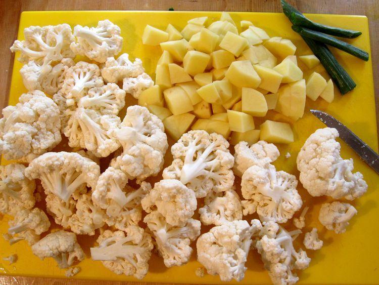 Curry picante de coliflor y patata.