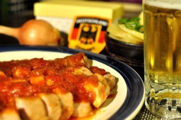 currywurst-casero-con-patatas-fritas-estilo-aleman-16