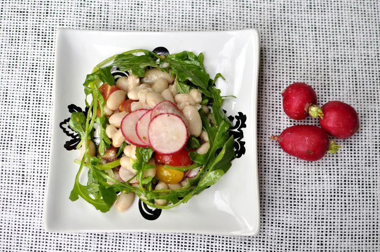 ensalada-de-alubias-blancas-con-rabanitos-y-rucula-09
