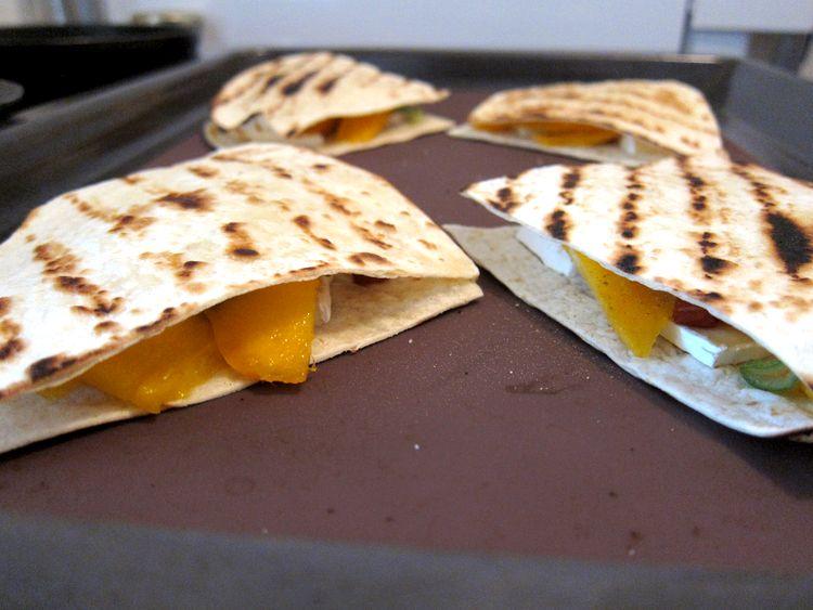 quesadillas-de-mango-y-brie-08