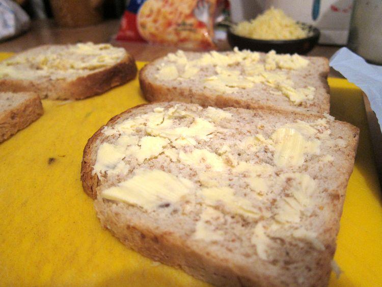 sandwich-vegetariano-de-champinones-cebolleta-y-queso-04
