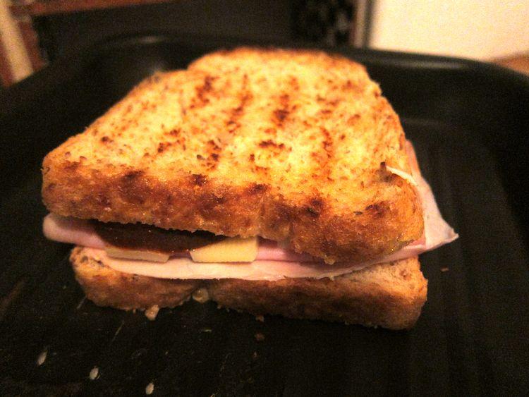 sandwich-jamon-cocido-emmental-kumato-06