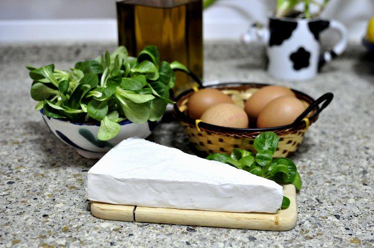 tortilla-de-canonigos-y-queso-brie-01