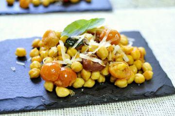 garbanzos-con-chorizo-tomates-cherry-albahaca-07