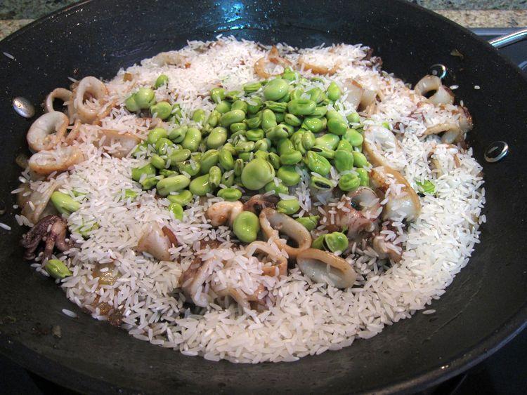 arroz-con-calamares-gambones-y-habas-06