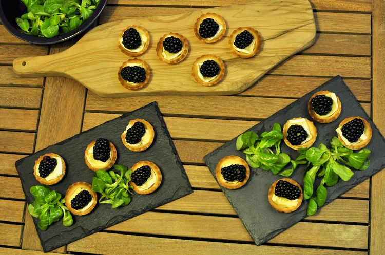tartaletas-saladas-queso-brie-moras-04
