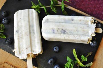 Helados caseros de yogur, arándanos y avena