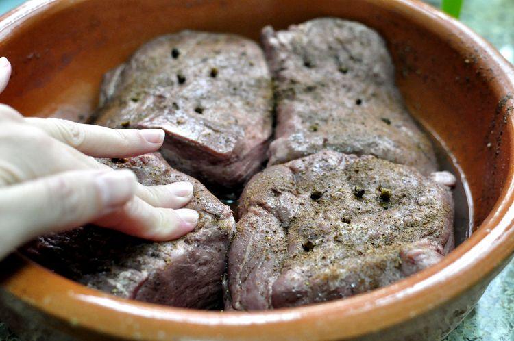 Jabalí Asado al horno macerado en vino y especias