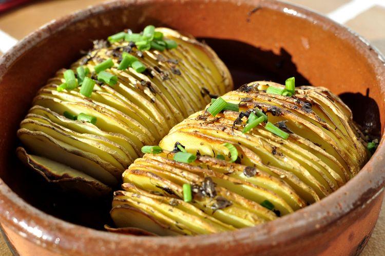 Casa y Jardín- -Gastronomia Patatas-hasselback-08