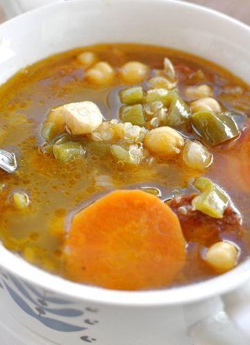 Potaje de garbanzos con chorizo y quinoa