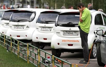 Правительство разрешило заряжать электромобили на АЗС