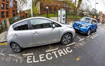 Этим летом владельцы электромобилей увидят на карте зарядные станции