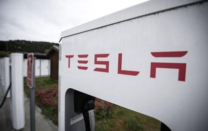 Tesla готовит новые суперчарджеры