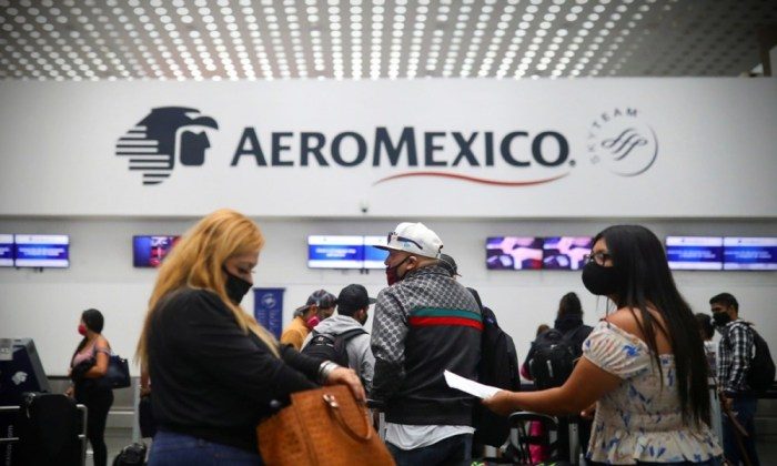 Aeroméxico reestructura