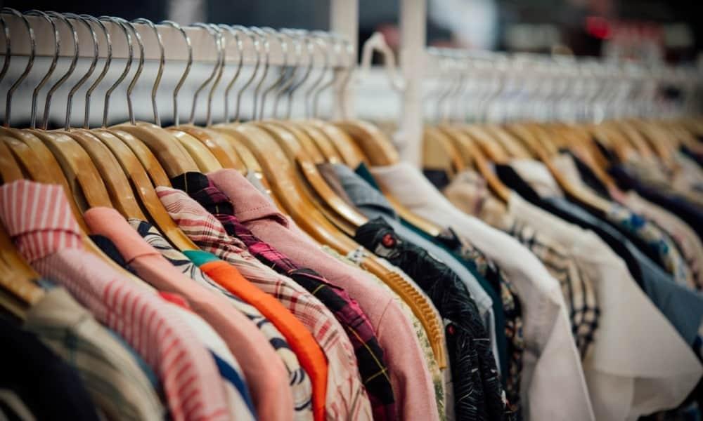 caída en la venta de ropa y calzado