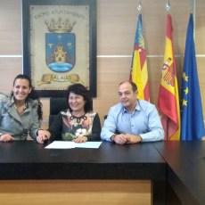 La Asociación el Cerezo firma un convenio de colaboración con el Ayuntamiento de Salinas