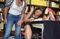 Yanet Acosta firma Noches sin sexo en Vigo