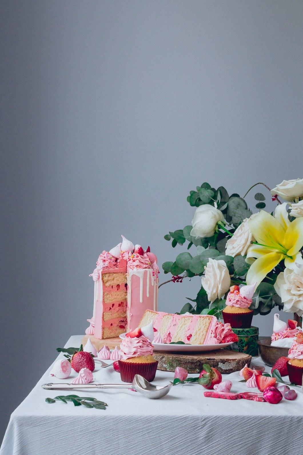 pink_strawberry_cake_-4143