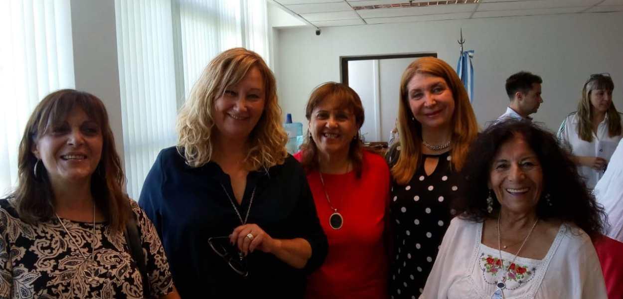 (De derecha a izquierda) Silvia Lara, Mónica Coca, Graciela Pastrán, Ana Naranjo y Paz Argentina Quiroga en la primera sesión del Consejo Asesor Indígena de la UNSJ (diciembre 2019).