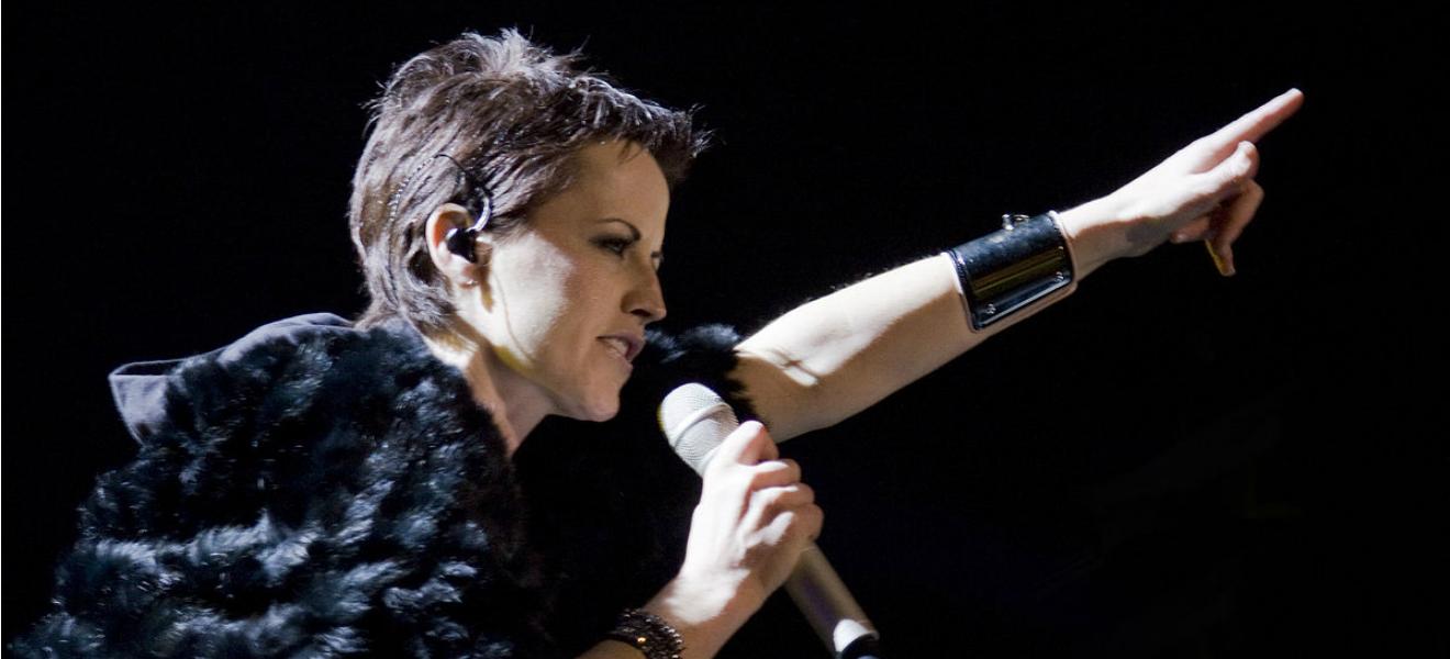 Falleció Dolores O´Riordan, vocalista del grupo irlandés The Cranberries.