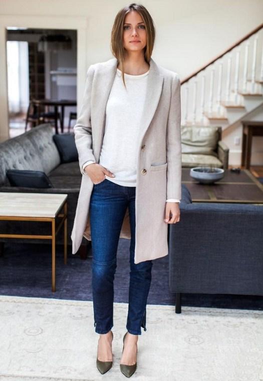 abrigo-gris-jersey-con-cuello-barco-blanco-vaqueros-pitillo-azul-marino-zapatos-de-tacon-verde-oliva-original-7603