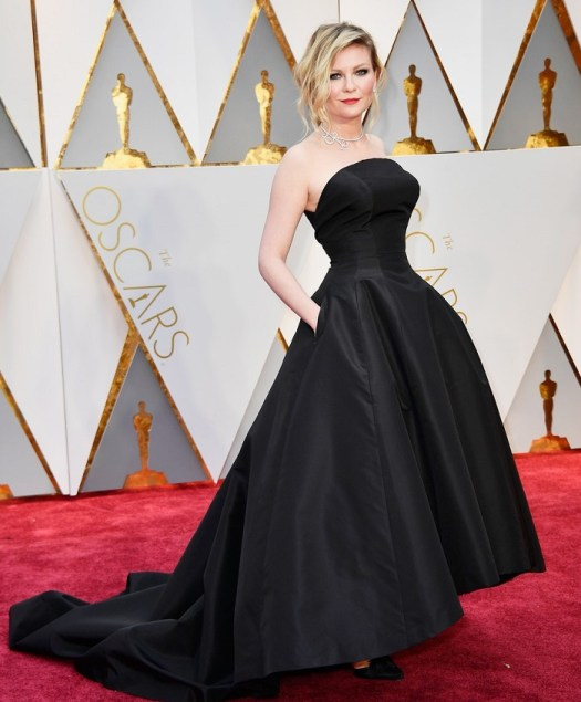 kirsten-dunst-goes-classic-in-black-for-oscars-2017-01