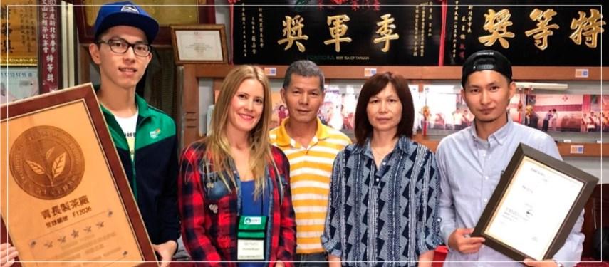 Viaje a Taiwán con amigos acompañados de un rico té