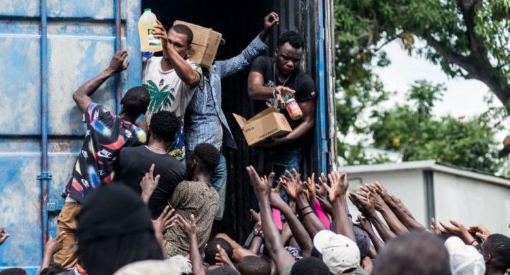 Con casi 53,000 casas completamente destruidas y más de 77,000 dañadas por el temblor del sábado, las autoridades tienen un grupo masivo de personas que necesitarán una gran ayuda para la recuperación. (Reginald LOUISSAINT JR / AFP)