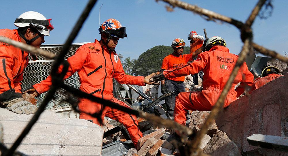 Aumentan a 65 los muertos por el sismo en México