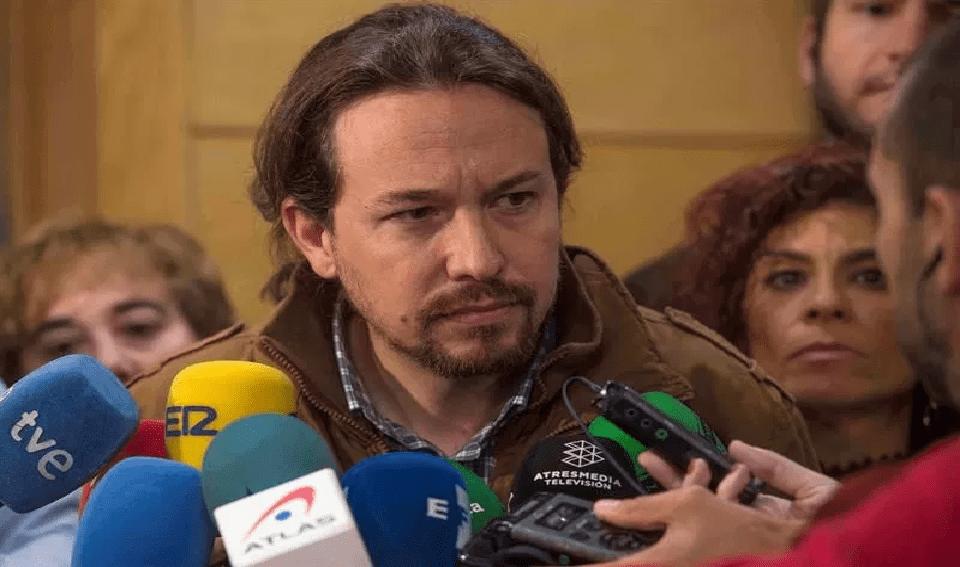 Pablo Iglesias pide acabar con el aforamiento del rey y los privilegios de la familia real
