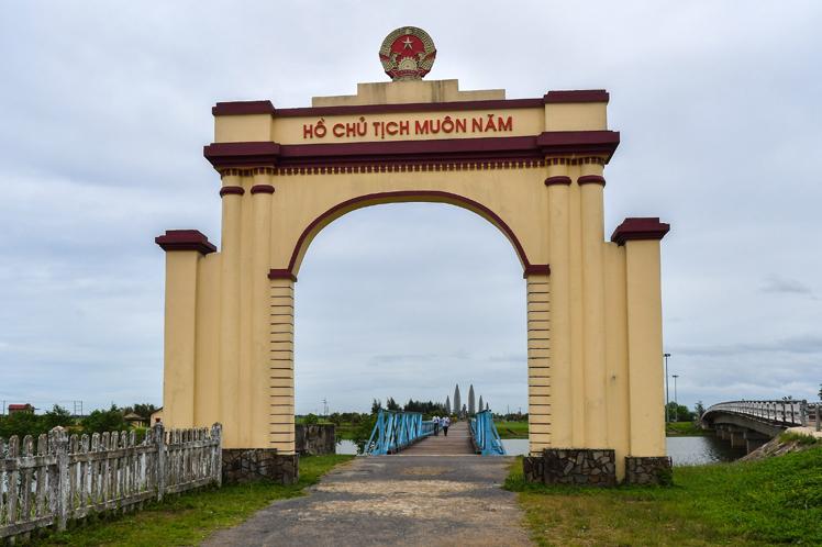 El puente Hien Luong visto desde el norte