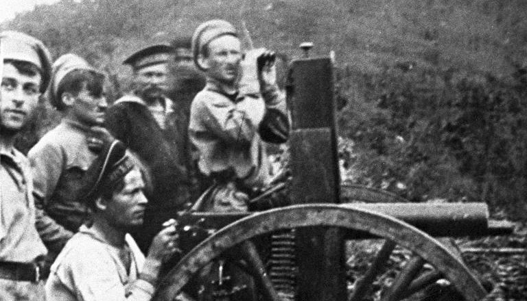 Unidades del Ejército Popular Revolucionario y efectivos de las fuerzas checoslovacas