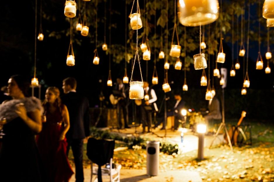 iluminación árbol - Una boda con plumeros