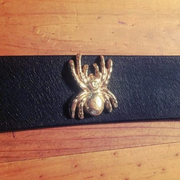 Cinturon pinchos araña