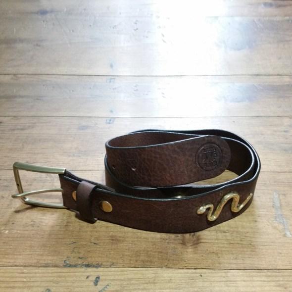 Cinturón marrón serpientes
