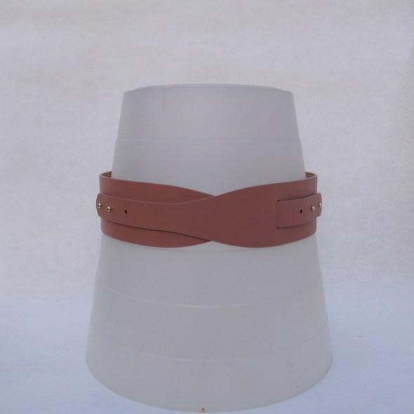 cinturones color beige LOTO cuero maquillaje