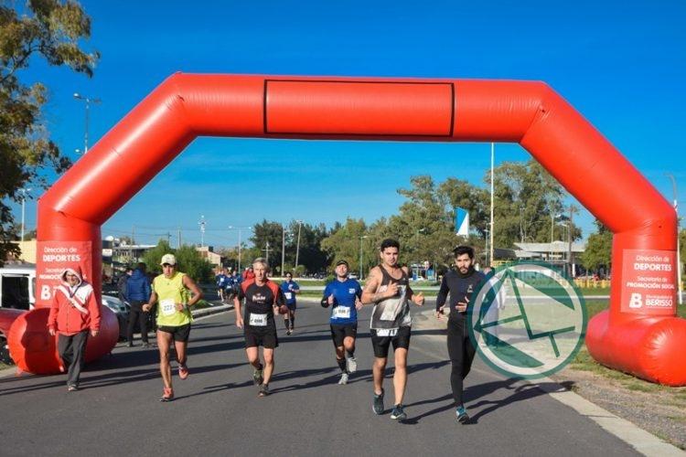 """700 atletas en la tradicional Maratón """"Tres Ciudades"""""""