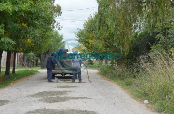 Trabajos de reparación de la calle 35 hacia el Monte en el barrio Villa Zula 01