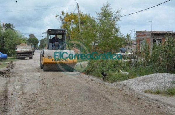 Trabajos de reparación de la calle 35 hacia el Monte en el barrio Villa Zula 02