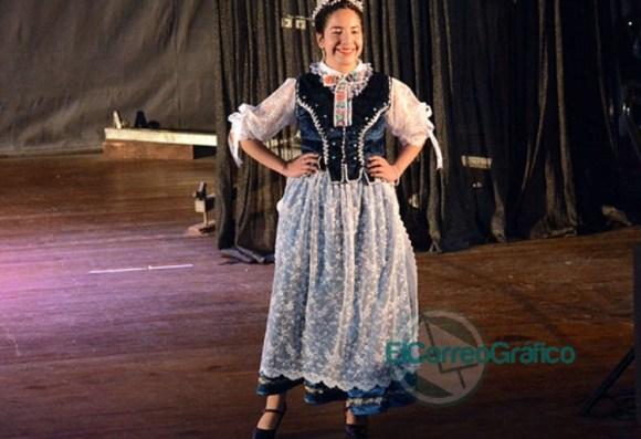 Se presentaron las 20 Representantes Culturales de la Colectividades 07