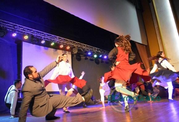 Se presentaron las 20 Representantes Culturales de la Colectividades 25