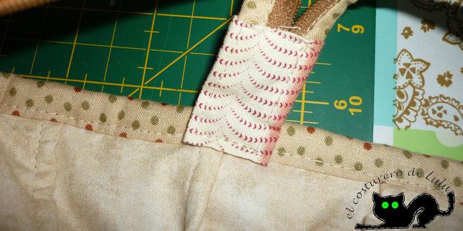 Cosemos el extremo de la cremallera a la cinta al bies lateral