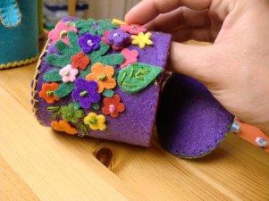 Cajita de fieltro lila con flores