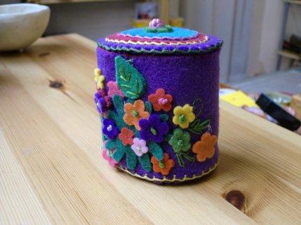 Cajita de fieltro con flores de colores!