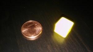 A la izquierda, una moneda. A la derecha, visión del artista.