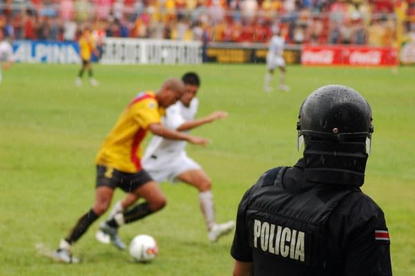 Futbol y policía
