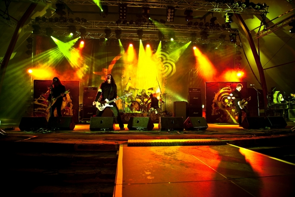 Arch Enemy durante un concierto en Alemania en 2010. Foto: Andreas Krispler.