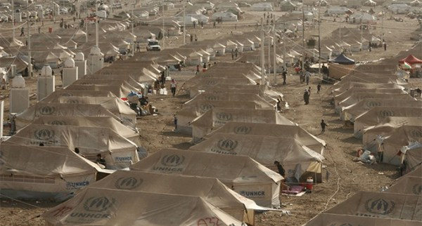 A sea of UNHCR tents await newly arrived Syrian refugees coming to a transit center in northern Iraq./ UNHCR / L.Veide / August 2013