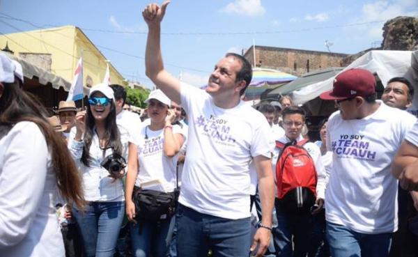 Cuauhtémoc Blanco durante su campaña política en Cuernavaca.