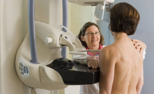 la-mamografia-es-una-prueba-obligatoria-para-todas-las-mujeres-mayores-de-45-corbis